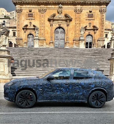 https://www.ragusanews.com//immagini_articoli/30-08-2021/prototipi-la-maserati-grecale-per-le-strade-di-modica-500.jpg