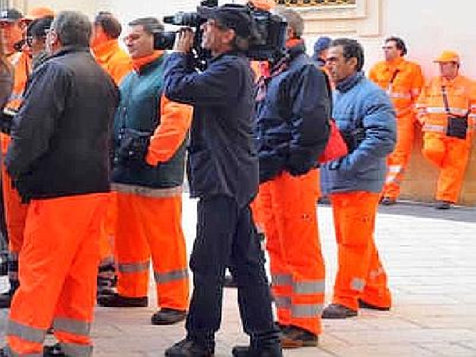 http://www.ragusanews.com//immagini_articoli/30-09-2014/fra-8-giorni-sciopero-netturbini-500.jpg