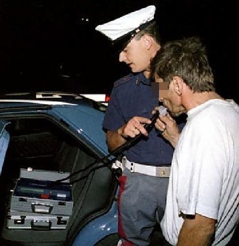 http://www.ragusanews.com//immagini_articoli/30-09-2014/la-polizia-denuncia-recidivo-alla-guida-ubriaco-500.jpg
