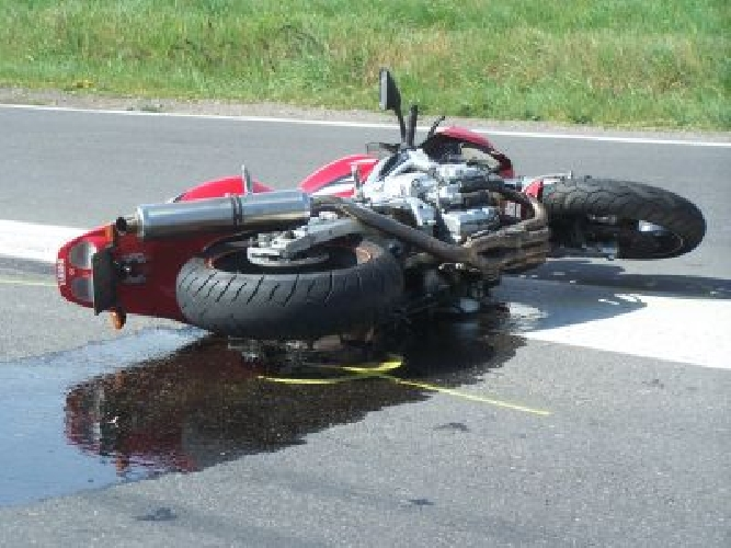 https://www.ragusanews.com//immagini_articoli/30-09-2014/scontro-auto-moto-ferito-31enne-sciclitano-500.jpg