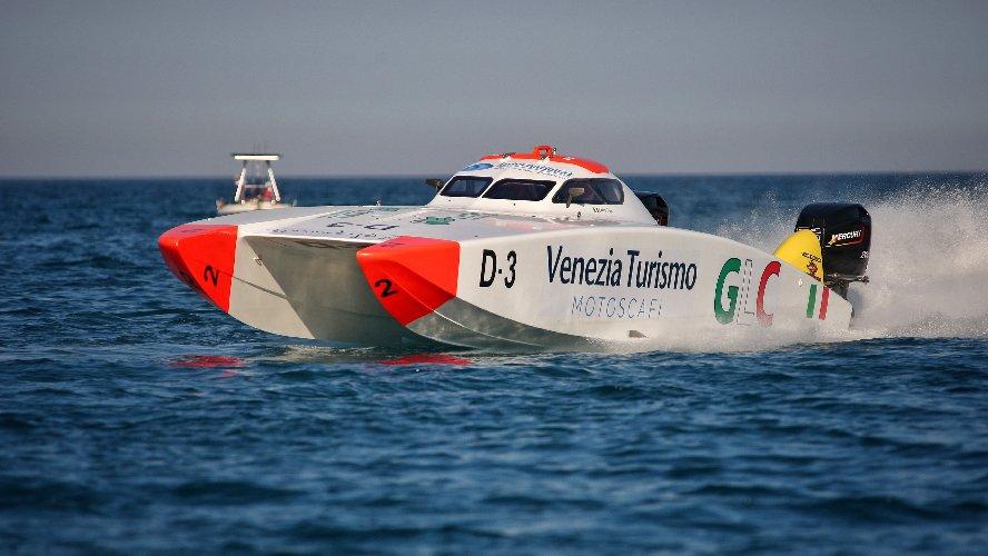 https://www.ragusanews.com//immagini_articoli/30-09-2019/bolidi-mare-a-marina-di-ragusa-500.jpg
