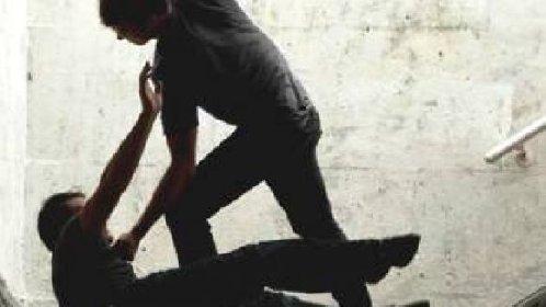 https://www.ragusanews.com//immagini_articoli/30-09-2020/aggredisce-avventori-di-un-circolo-e-i-carabinieri-arrestato-rumeno-280.jpg