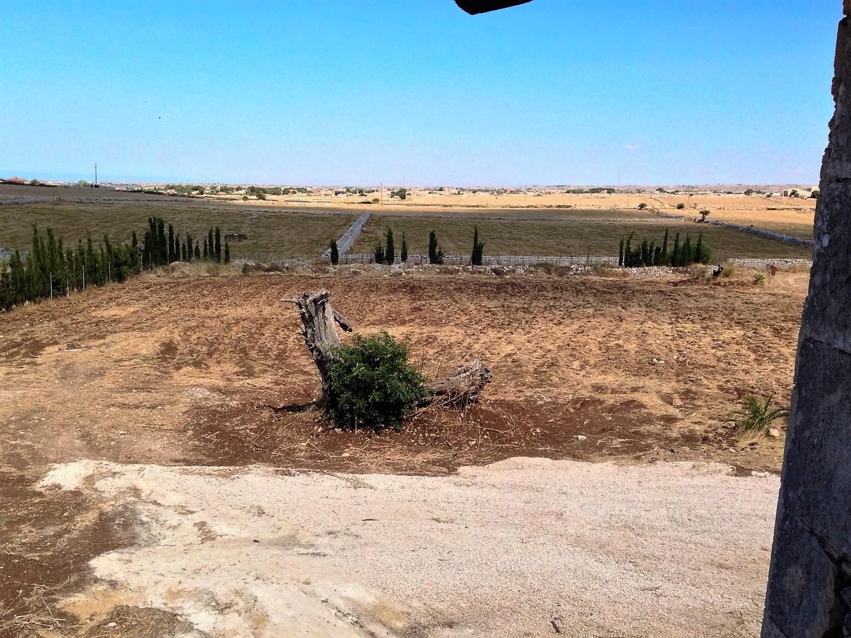 https://www.ragusanews.com//immagini_articoli/30-10-2016/1477843660-5-casale-rurale-in-contrada-pizzillo.jpg