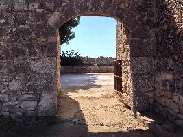 http://www.ragusanews.com//immagini_articoli/30-10-2016/vendesi-casale-rurale-in-contrada-pizzillo-200.jpg
