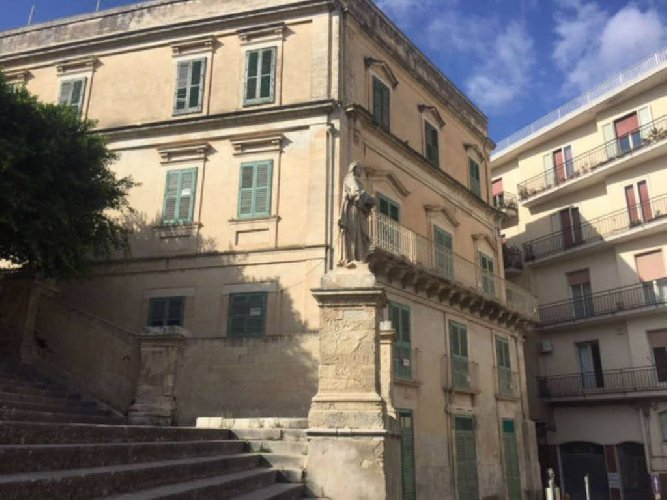 https://www.ragusanews.com//immagini_articoli/30-10-2018/curia-noto-quel-palazzo-nostro-500.jpg