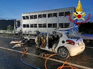 https://www.ragusanews.com//immagini_articoli/30-10-2019/1572455172-incidente-tre-morti-ragusa-catania-1-240.jpg