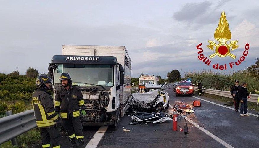 https://www.ragusanews.com//immagini_articoli/30-10-2019/io-automobilista-che-percorre-i-giorni-la-ragusa-catania-500.jpg