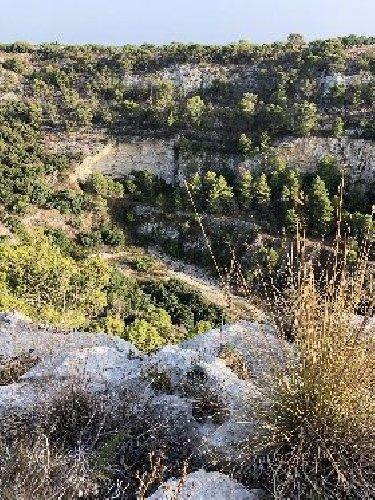 https://www.ragusanews.com//immagini_articoli/30-10-2020/1604089303-i-perorsi-del-trekking-a-scicli-7-500.jpg