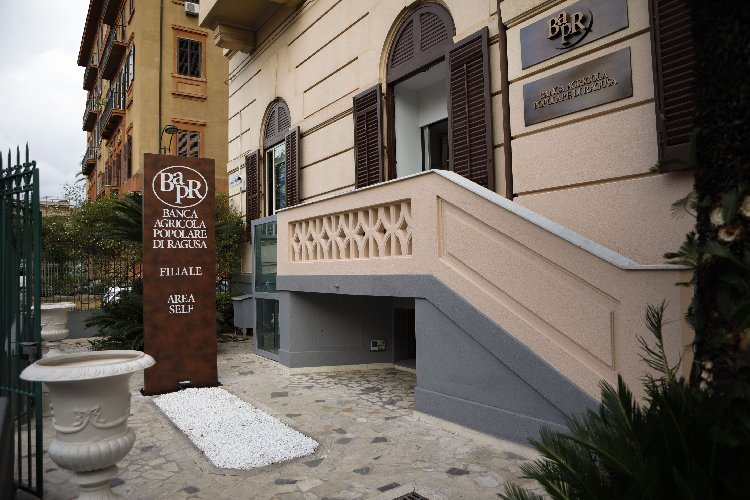 https://www.ragusanews.com//immagini_articoli/30-10-2020/bapr-apre-oggi-la-prima-filiale-a-palermo-500.jpg