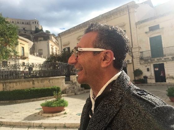 https://www.ragusanews.com//immagini_articoli/30-11-2016/carmelo-vanasia-i-suoi-occhiali-faranno-tendenza-420.jpg