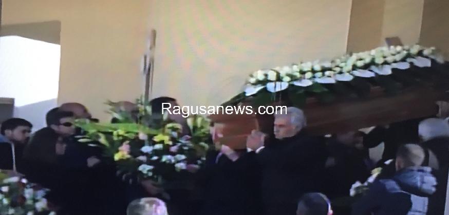 https://www.ragusanews.com//immagini_articoli/30-11-2016/celebrati-i-funerali-di-stefano-rizza-420.jpg