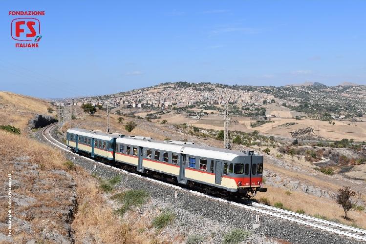 https://www.ragusanews.com//immagini_articoli/30-11-2017/agrigento-caltanissetta-arriva-treno-storico-torrone-500.jpg