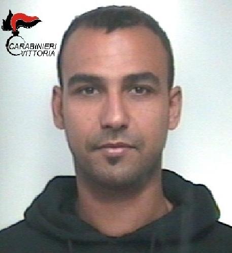 https://www.ragusanews.com//immagini_articoli/30-11-2017/ladro-ponteggi-arrestato-tunisino-scoglitti-500.jpg