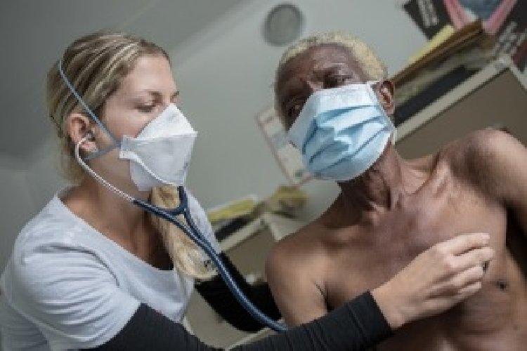 https://www.ragusanews.com//immagini_articoli/30-11-2018/giallo-migranti-ricoverati-tubercolosi-500.jpg