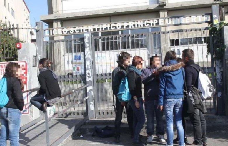 https://www.ragusanews.com//immagini_articoli/30-11-2018/liceo-principe-umberto-catania-studente-muore-arresto-cardiaco-500.jpg