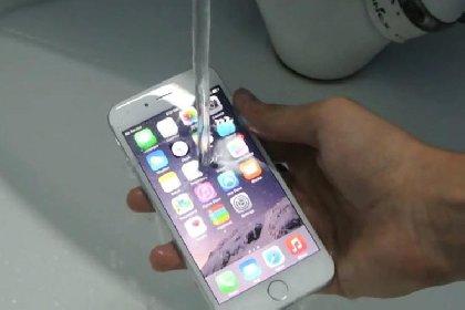 https://www.ragusanews.com//immagini_articoli/30-11-2020/iphone-non-sempre-resistenti-all-acqua-multa-per-apple-280.jpg
