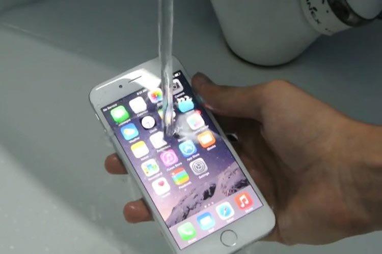 L'iPhone non resiste all'acqua: Apple multata dall'Antitrust per pubblicità ingannevole