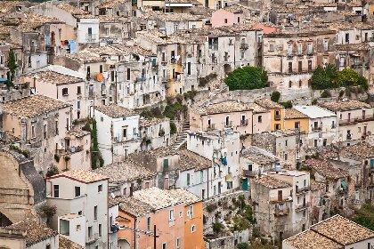 https://www.ragusanews.com//immagini_articoli/30-11-2020/sicilia-gialla-per-quattro-giorni-giovedi-gia-si-cambia-280.jpg