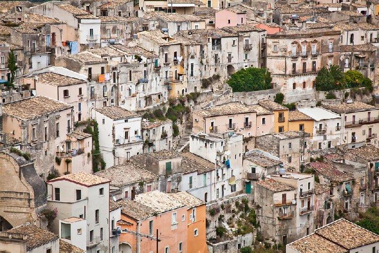 https://www.ragusanews.com//immagini_articoli/30-11-2020/sicilia-gialla-per-quattro-giorni-giovedi-gia-si-cambia-500.jpg