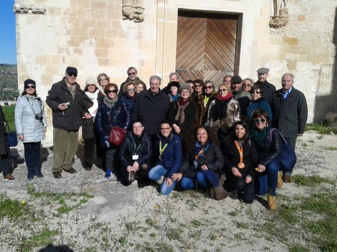 https://www.ragusanews.com//immagini_articoli/30-12-2014/la-delegazione-fai-di-milano-in-visita-a-scicli-500.jpg