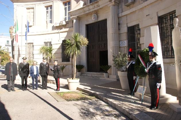 https://www.ragusanews.com//immagini_articoli/30-12-2016/caserma-carabinieri-ragusa-venduto-immobile-milioni-euro-420.jpg