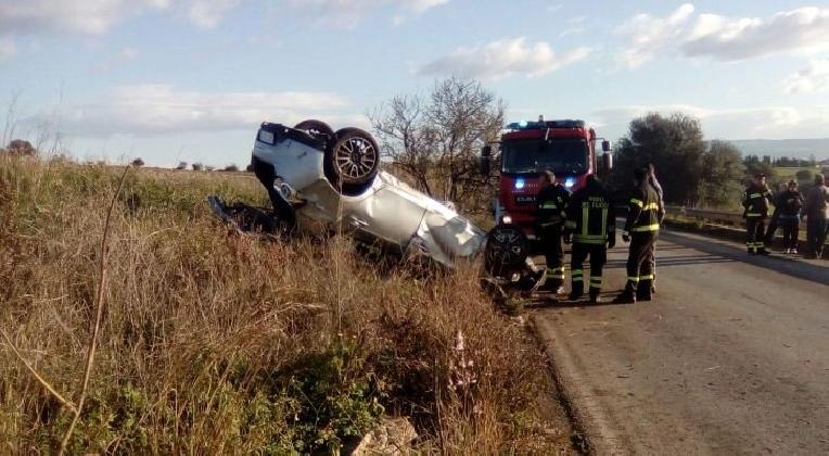 http://www.ragusanews.com//immagini_articoli/30-12-2016/incidente-acate-vittoria-feriti-420.jpg