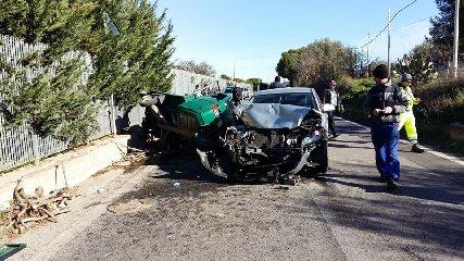 https://www.ragusanews.com//immagini_articoli/30-12-2017/auto-incidente-periferia-acate-240.jpg