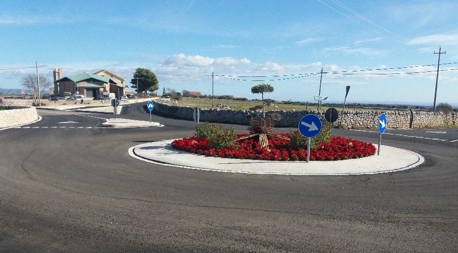 http://www.ragusanews.com//immagini_articoli/30-12-2017/inaugurata-rotatoria-crocevie-modica-500.jpg