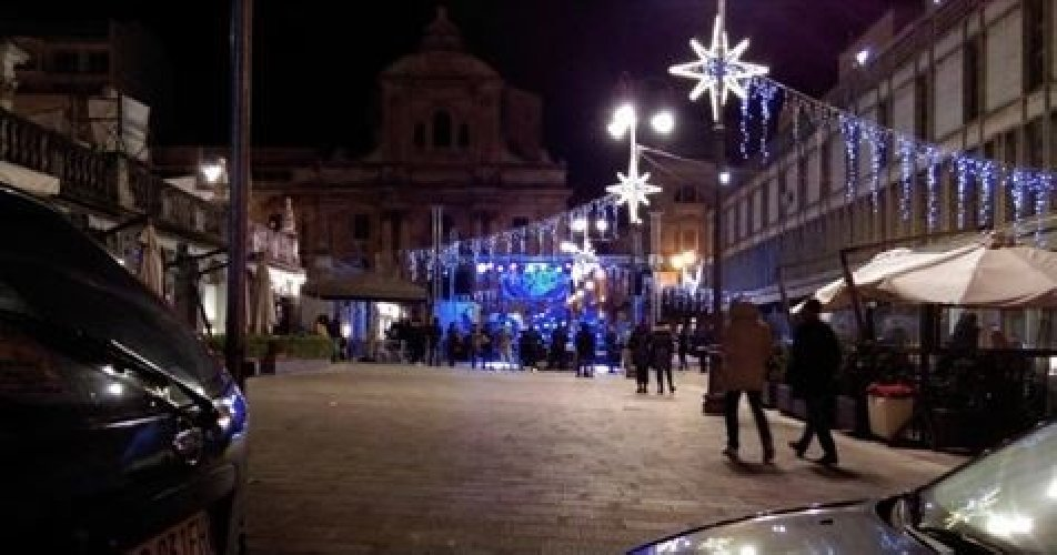http://www.ragusanews.com//immagini_articoli/30-12-2017/lamministrazione-chiama-ragusa-risponde-spettacolo-flop-500.jpg