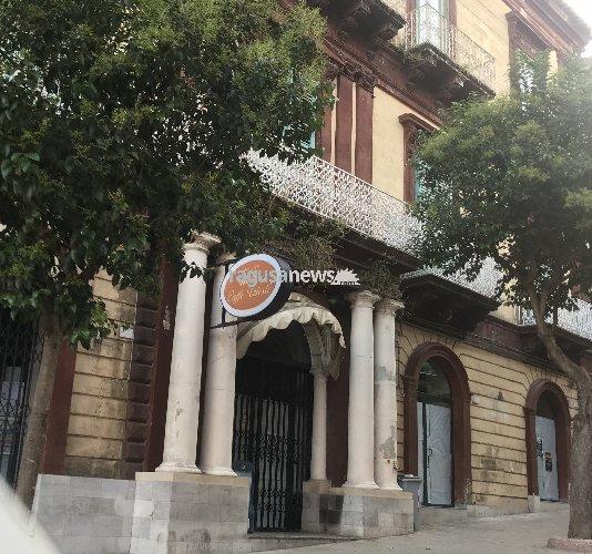 https://www.ragusanews.com//immagini_articoli/30-12-2018/ragusa-muore-centro-storico-dopo-caffe-trieste-chiudono-500.jpg