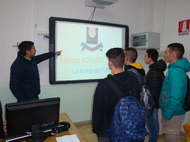 https://www.ragusanews.com//immagini_articoli/30-12-2019/la-scuola-che-orienta-500.jpg