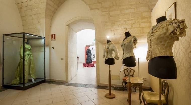 https://www.ragusanews.com//immagini_articoli/31-01-2017/conversazioni-museo-costume-420.jpg