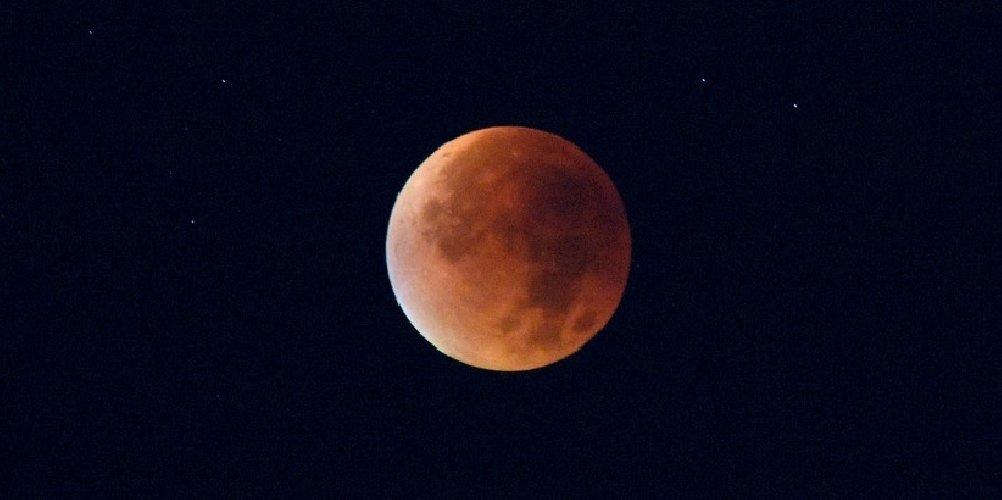 https://www.ragusanews.com//immagini_articoli/31-01-2018/chiamano-blue-moon-luna-stasera-sara-rossa-500.jpg