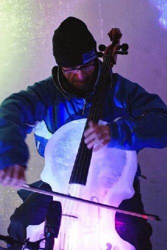 https://www.ragusanews.com//immagini_articoli/31-01-2018/giovanni-sollima-tour-violoncello-ghiaccio-500.jpg