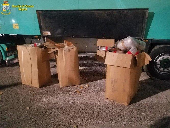 https://www.ragusanews.com//immagini_articoli/31-01-2019/cane-antidroga-scova-spacciatore-porto-pozzallo-500.jpg