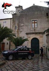 https://www.ragusanews.com//immagini_articoli/31-01-2020/furto-al-poliambulatorio-di-chiaramonte-preso-un-23enne-240.jpg