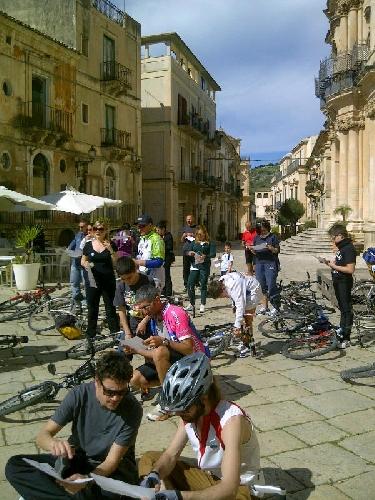 https://www.ragusanews.com//immagini_articoli/31-03-2013/a-scicli-la-prima-corsa-in-bici-dei-gatti-randagi-500.jpg