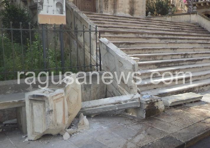http://www.ragusanews.com//immagini_articoli/31-03-2014/danneggiata-la-chiesa-di-san-biagio-500.jpg