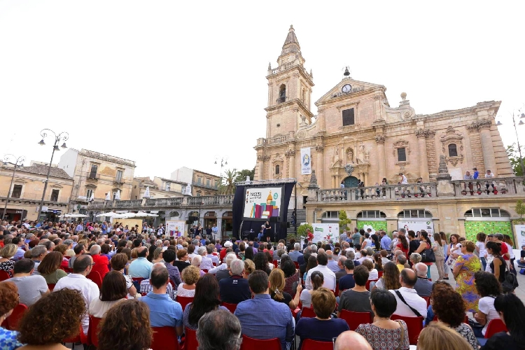 https://www.ragusanews.com//immagini_articoli/31-03-2017/ragusa-festival-tutto-volume-500.jpg