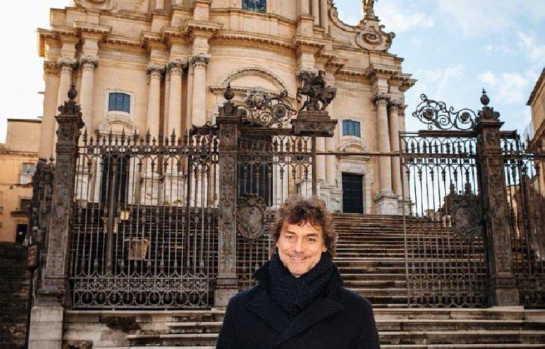 https://www.ragusanews.com//immagini_articoli/31-03-2019/alberto-angela-il-2-aprile-vi-racconto-ragusa-modica-e-noto-500.jpg