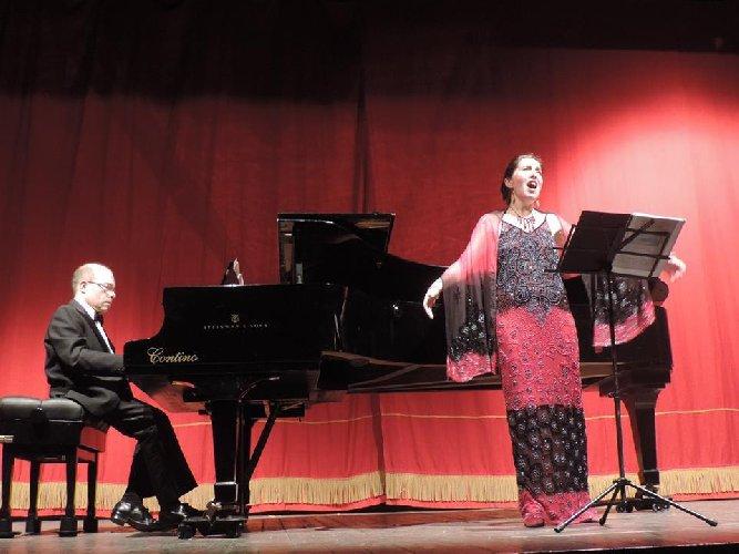 https://www.ragusanews.com//immagini_articoli/31-03-2019/silvia-martinelli-e-il-pianista-andrea-trovato-ospiti-di-melodica-a-ragusa-500.jpg