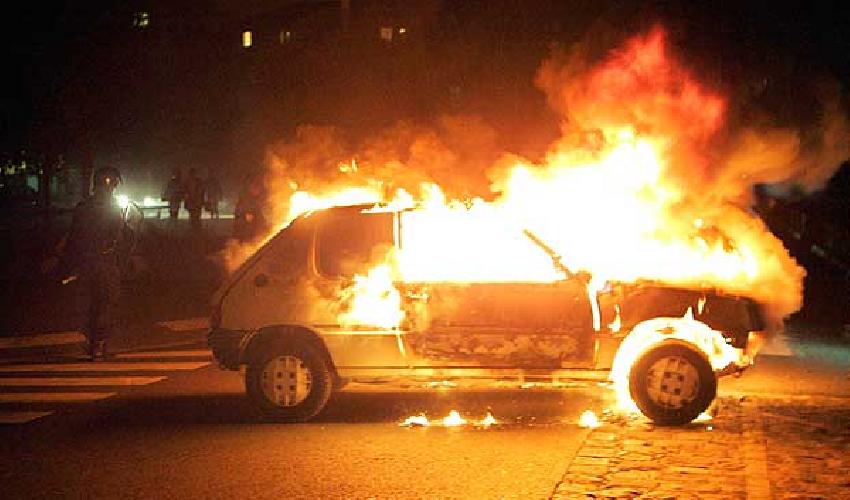 https://www.ragusanews.com//immagini_articoli/31-05-2018/fuoco-auto-donnalucata-500.png