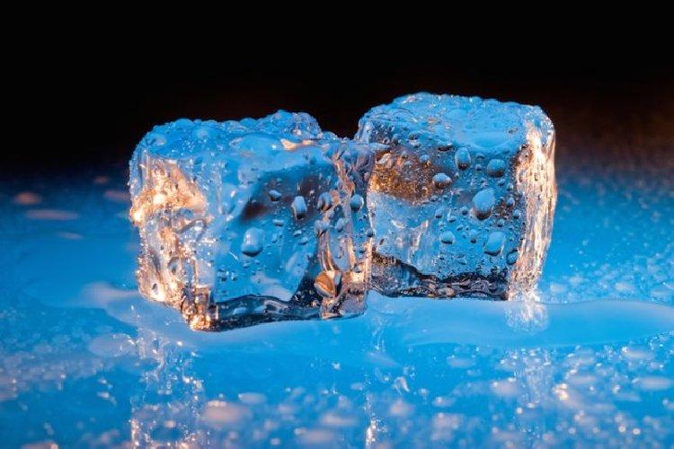 https://www.ragusanews.com//immagini_articoli/31-05-2018/ghiaccio-alimentare-contaminato-cento-locali-siciliani-500.jpg