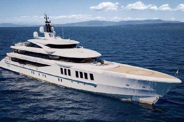 https://www.ragusanews.com//immagini_articoli/31-05-2019/il-lussuoso-yacht-italiano-benetti-spectre-world-superyacht-awards-240.jpg