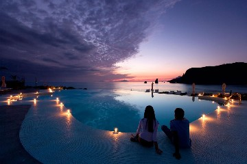 https://www.ragusanews.com//immagini_articoli/31-05-2020/riapre-il-26-giugno-il-therasia-resort-240.jpg