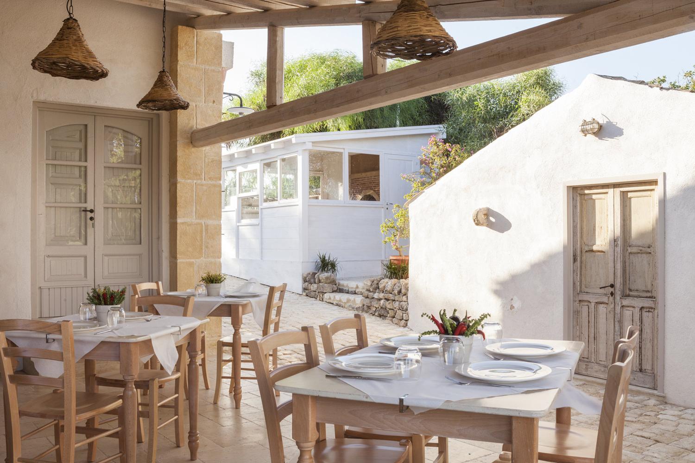 https://www.ragusanews.com//immagini_articoli/31-07-2015/1438333775-1-podere-baia-porto-ulisse-ecoturismo-e-relax-ristorante-vegetariano.jpg