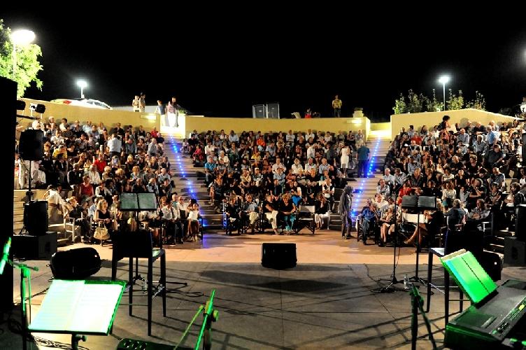 http://www.ragusanews.com//immagini_articoli/31-07-2015/a-sampieri-oltre-al-venerdi-spettacoli-anche-la-domenica-sera-500.jpg