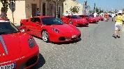 http://www.ragusanews.com//immagini_articoli/31-07-2016/donnalucata-si-tinge-di-rosso-ferrari-100.jpg