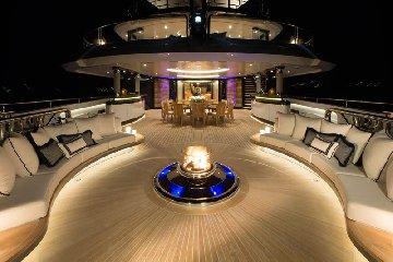 https://www.ragusanews.com//immagini_articoli/31-07-2018/1533059229-yacht-kismet-beyonce-marina-ragusa-1-240.jpg
