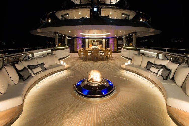 https://www.ragusanews.com//immagini_articoli/31-07-2018/1533059229-yacht-kismet-beyonce-marina-ragusa-1-500.jpg